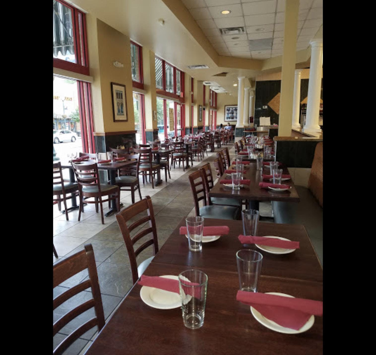 Photo of Mamma Lucia's dining area